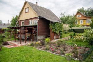Нужно ли регистрировать летний дачный домик на садовом участке в 2020 году